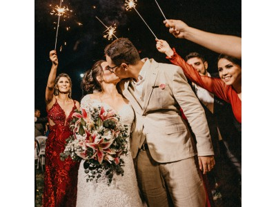 10 Unusual Wedding Pictures To Capture On Canvas